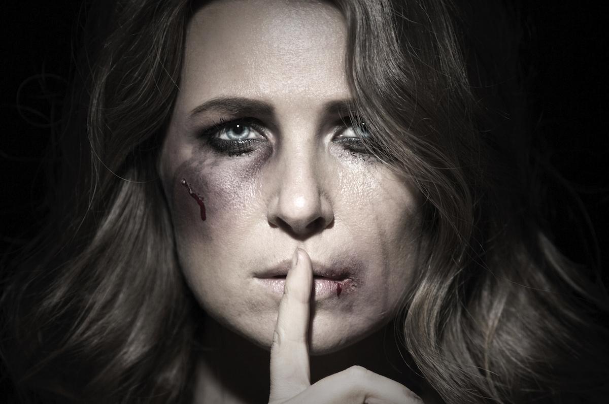 fizikai bántalmazás a randi kapcsolatokban rick ross khloe kardashian társkereső