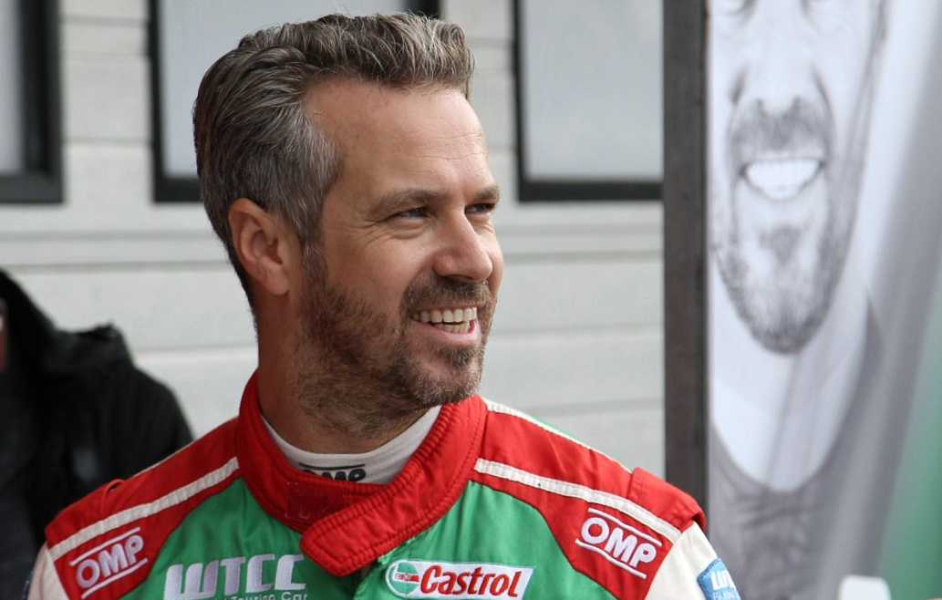 Tiago Monteiro a hungaroringi paddockban