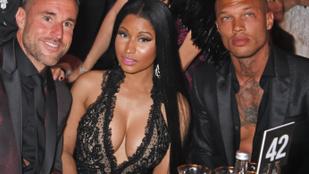 Alig fért oda a szexi bűnöző Nicki Minaj dekoltázsa mellé