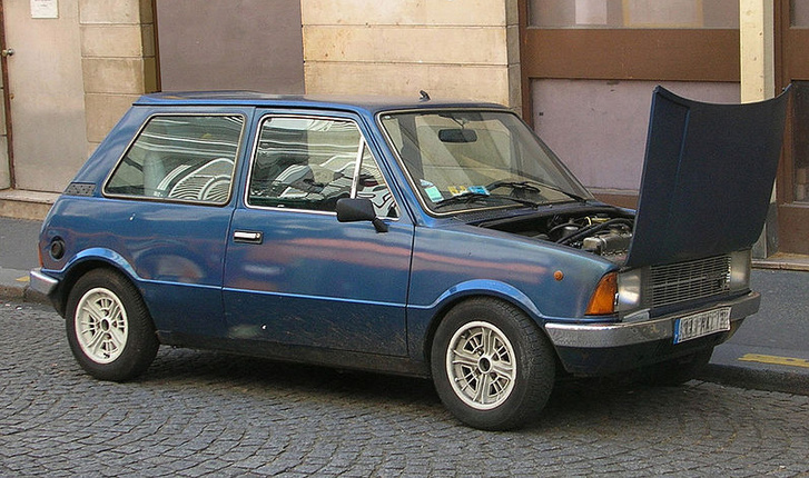 Szögletesített Mini, az Innocenti Mini 90