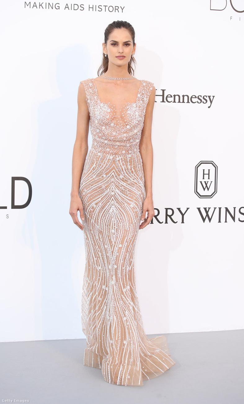 Izabel Goulart még csak a harmadik modell ugyanilyen ruhában, de mi már most kezdjük kicsit unni