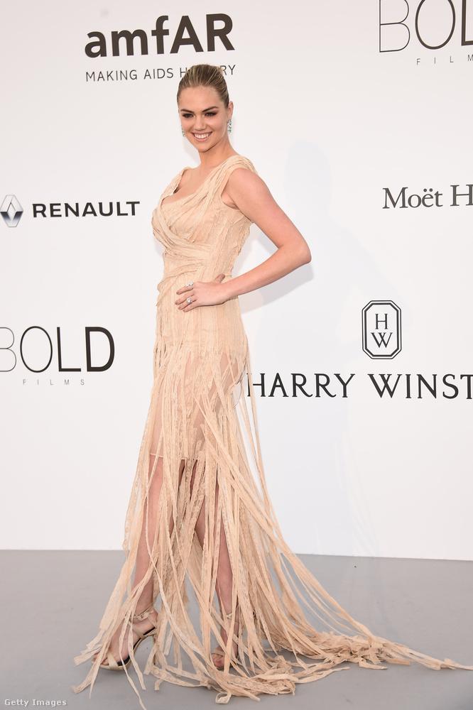 Kate Upton modell-színésznőnél is befigyel egy kis átlátszó szoknya, de ezt alig lehet észrevenni a csinosra átszabdalt múmiajelmez alatt.