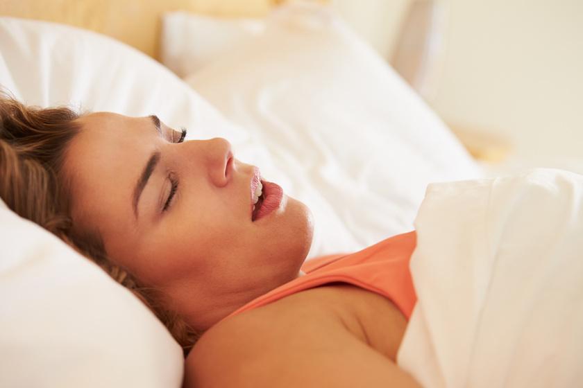 Meddig normális az éjszakai nyálfolyás? Súlyos okok is állhatnak a háttérben