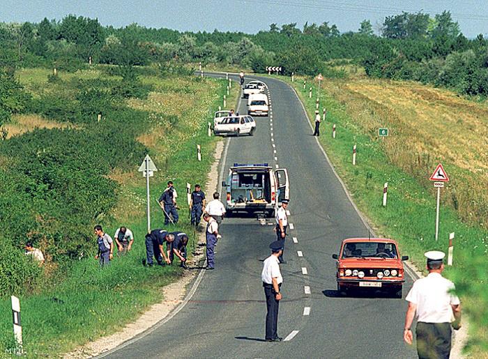 Szentkirályszabadja 1997. augusztus 14. Felrobbant egy Nissan típusú terepjáró augusztus 13-án kora este a Veszprém -Balatonalmádi úton. A gépjárműben utazó két férfi közül az egyik a helyszínen életét vesztette, a másik, 21 éves férfit életveszélyes sérülésekkel szállították a veszprémi kórházba.