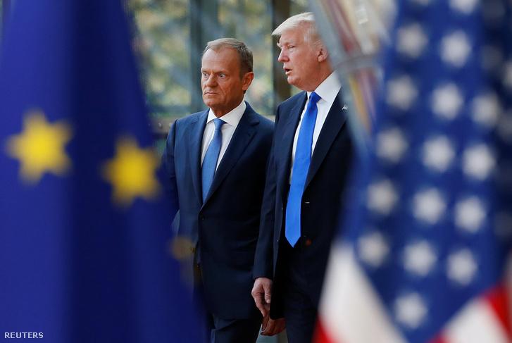 Donald Trump és Donald Tusk találkozója Brüsszelben.