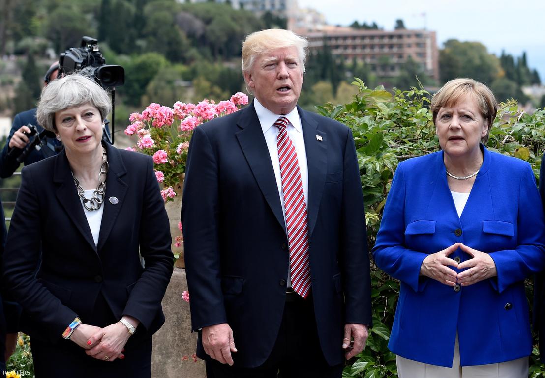 Theresa May, Donald Trump és Angela Merkel találkozója a G7-csúcson Taorminában.