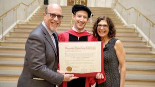 Harvardi diplomájával tette büszkévé édesanyját Mark Zuckerberg
