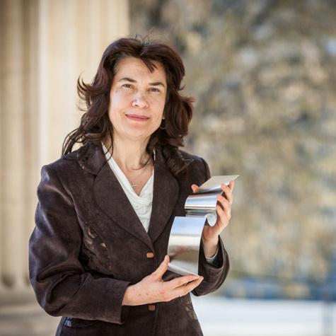Megyimóreczné Schmidt Ildikó a MOL Tehetséggondozásért Díjjal 2013-ban