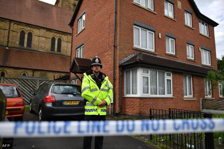 Rendőrkordon egy ház körül a manchesteri Cheetham Hill-ben 2017. május 27-én. A brit rendőrség arról számolt be, hogy újabb két embert tartóztattak le a merénylettel kapcsolatban.