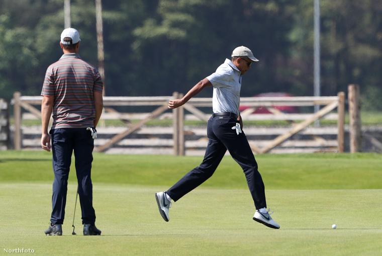 Bizony, Barack Obama még repülni is tud, ha nagyon belelendül a sportba