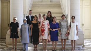 Homofóbiával vádolják a Fehér Házat a first ladykről posztolt csoportkép miatt