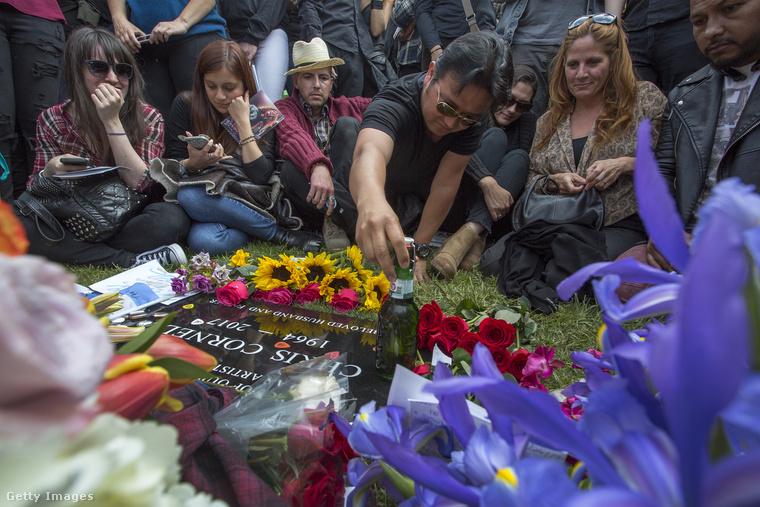 Május 26-án, pénteken búcsúztatták el a Soundgarden és az Audioslave énekesét a Los Angeles-i Hollywood Forever temetőben