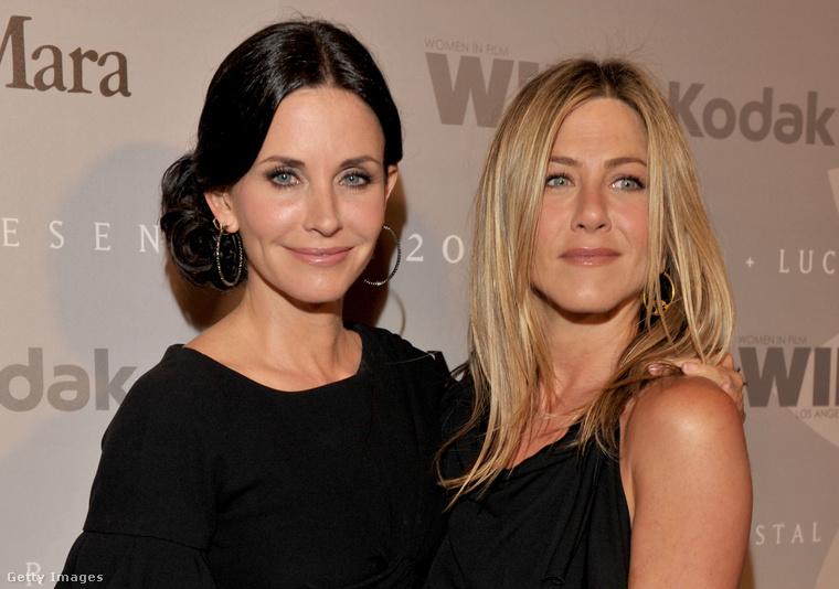 Jennifer Aniston szerint azért szereti annyira Cox társaságát, mert ő egy igaz, minden előítélettől mentes személyiség