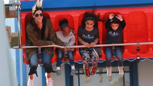 Sandra Bullock tökéletes gyermeknapot hozott össze családjával