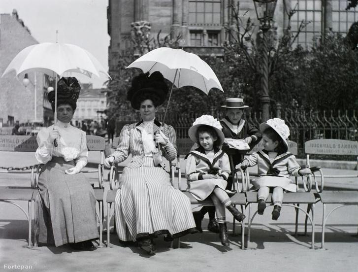 Buchwald-székek a Duna-korzón