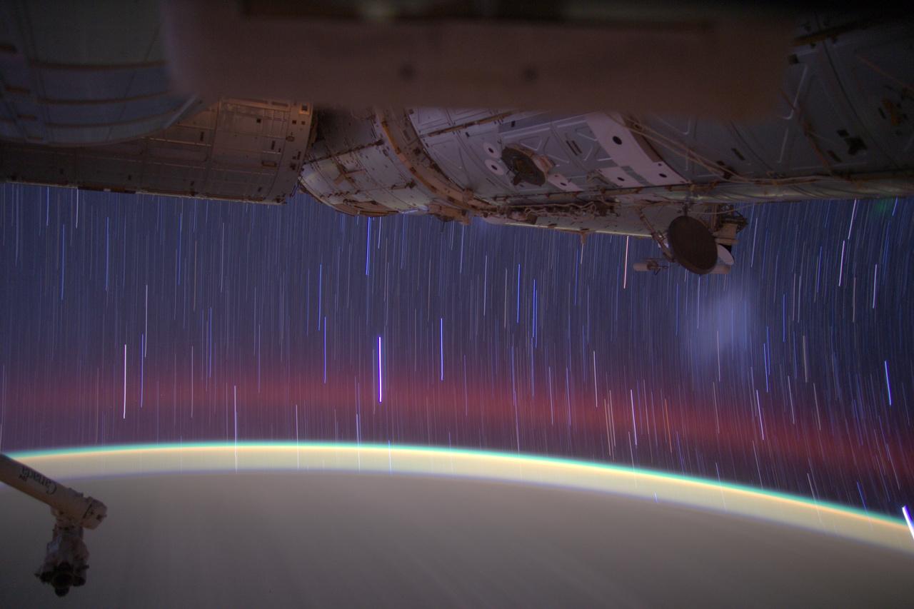 Hosszú záridővel készült felvétel a csillagokról.