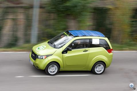 Boost üzemmódban elfogadhatóan gyorsul, a rugózás és a stabilitás is számottevően jobb a REVAi-hez képest, de még nem éri el egy hagyományos kiskocsi szintjét