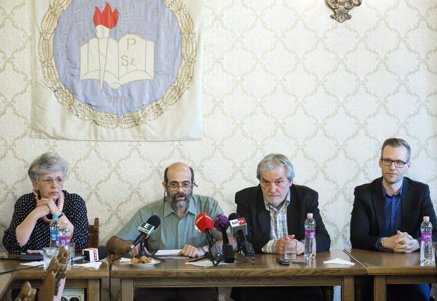 A pedagógusok két időpontra is megmozdulást hirdettek: április 15-ére, valamint április 20-ára. Az előbbi napra kétórás akciót, míg az utóbbira országos szintű sztrájkot terveznek.