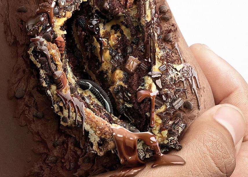 Ezen a képen közelebbről is láthatod a borzasztó csokoládés sebett, mely az édességben található nagy mennyiségű cukor veszélyeire figyelmeztet.