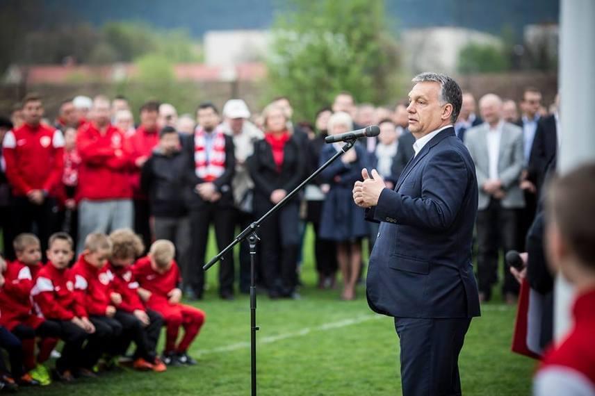 Sportszeretet ide vagy oda, ennél a képnél egy kommentelő arra hívta fel a kormányfő figyelmét, hogy nő a pocakja.