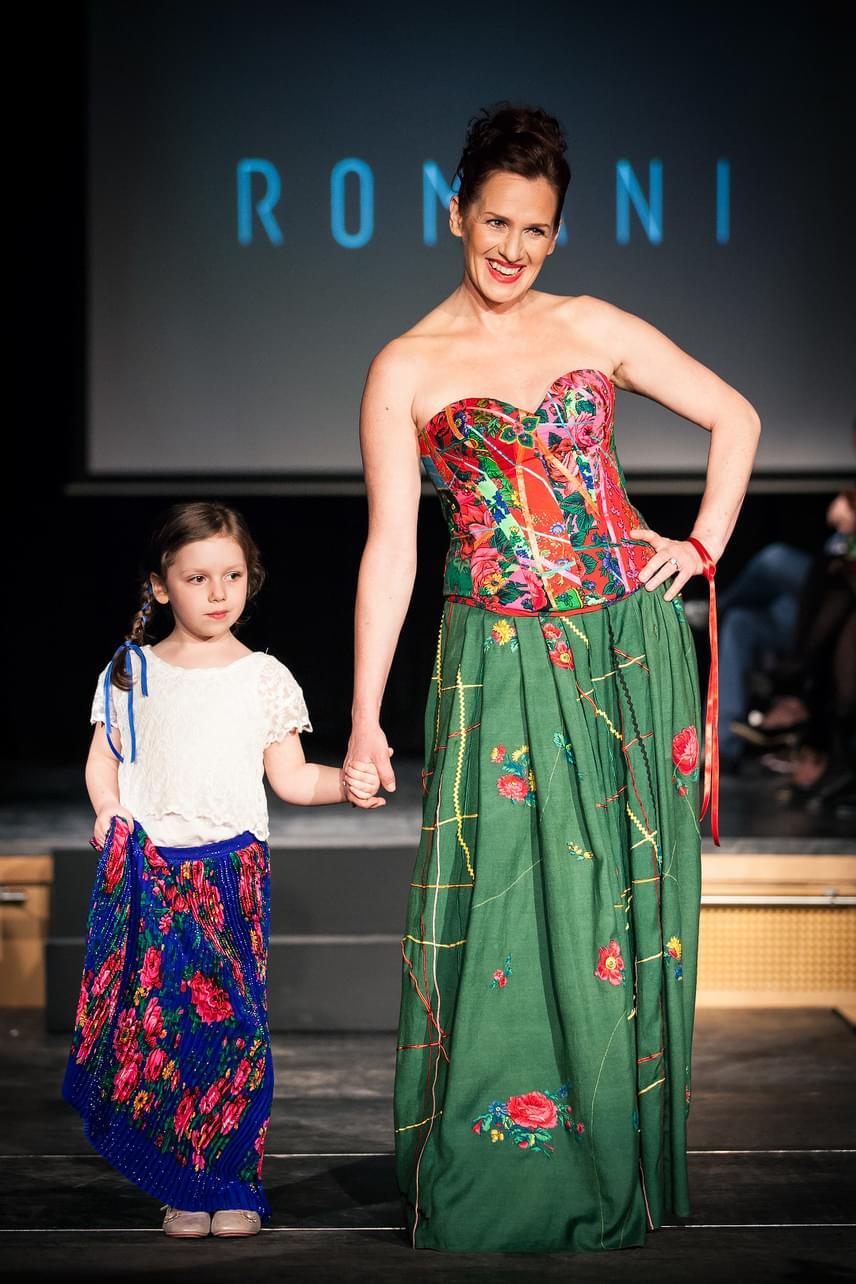 Malek Andrea ötéves kislányával, Lénával vett részt a Romani Design rendhagyó divatbemutatóján.