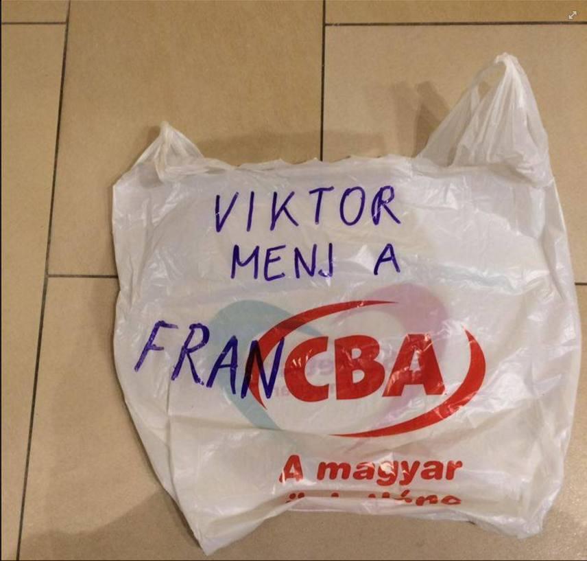 Egy kis szójáték a magyar áruházlánc betűivel.