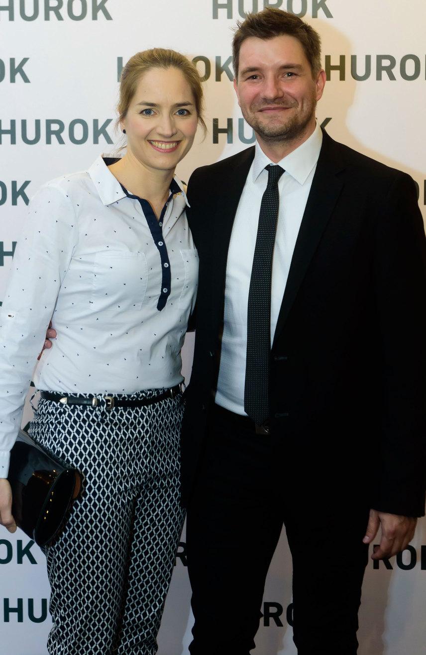 Madarász Isti, a Hurok rendezője feleségével, Kerekes Mónikával büszkén prezentálta időcsavaros, bűnüldözős thrillert.