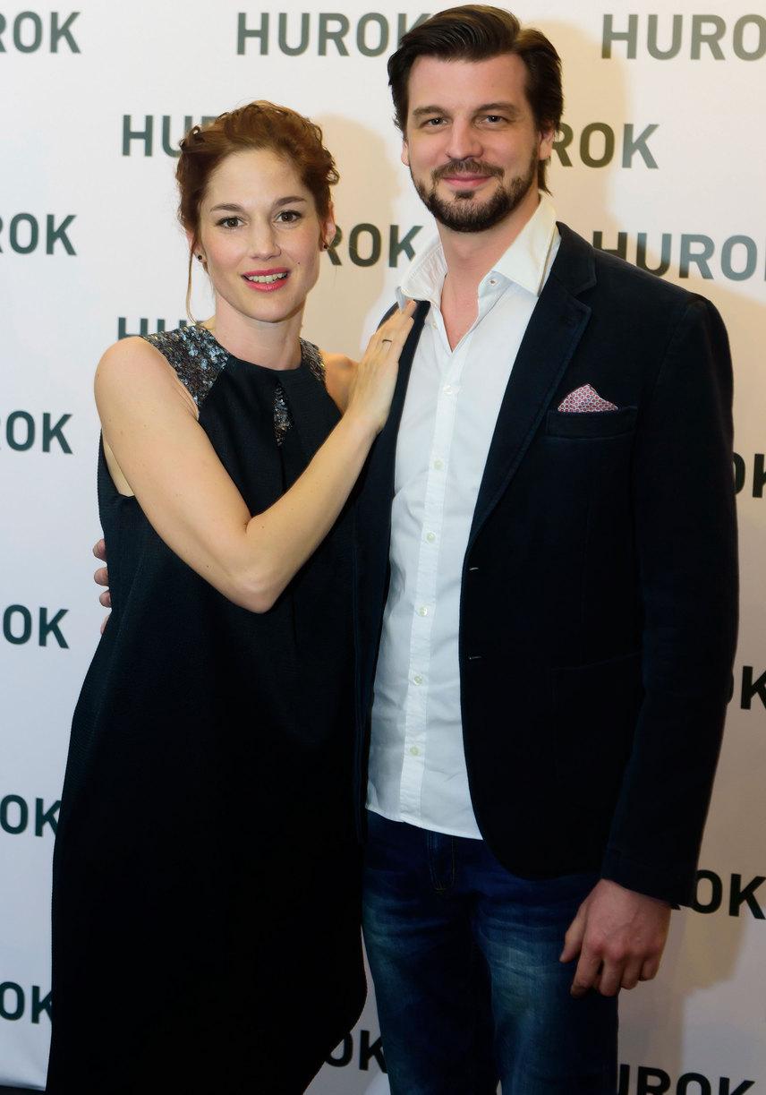 Martinovics Dorina, akit a nézők az HBO Társas játék című sorozatából is ismerhetnek, párjával, Szatory Dávid színésszel érkezett a bemutatóra.
