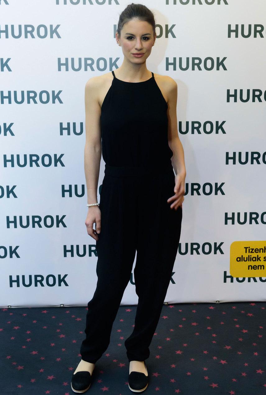 A 31 éves Szabó Erika 2003 és 2009 között szerepelt a Barátok köztben, a sorozatot a Színház- és Filmművészeti Egyetem miatt hagyta ott, ahol 2015-ben végzett.