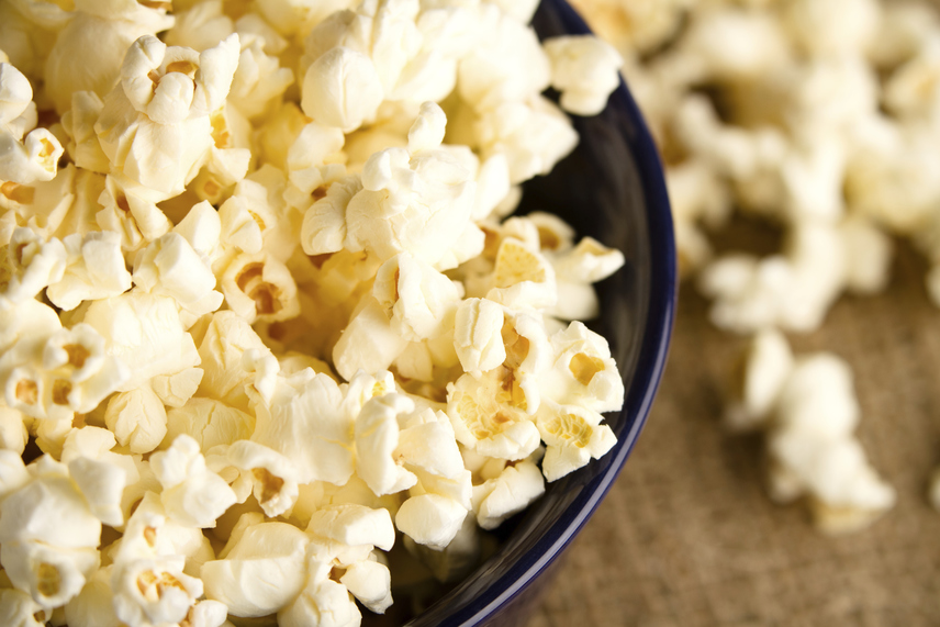 A nassolnivalók közül az egyik legtöbb rostot tartalmazó a popcorn, ám vigyázz a boltban kapható változatokkal. Nagyon sok ezek közül pálmazsírt és más adalékanyagokat tartalmaz, melyek hátráltatják a fogyást. Készíts inkább házi popcornt a fogyókúra alatt, és vigyél be 2 gramm rostot adagonként az egészséges rágcsálnivalóval.