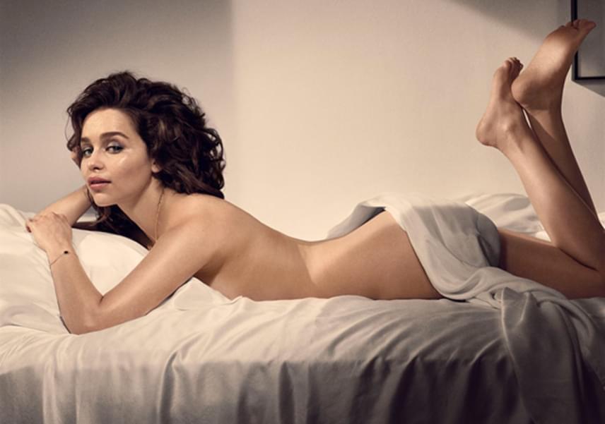 Az Esquire magazin tavaly októberi címlapján szerepelt a világ legszebbjének választott 29 éves színésznő egy szál semmiben.