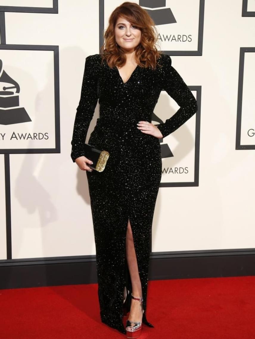 Meghan ugyan nem nádszálkarcsú, de semmi kivetnivalót nem találunk az alakján: a 22 éves énekesnő ilyen csinos volt az idei Grammy-gálán is.