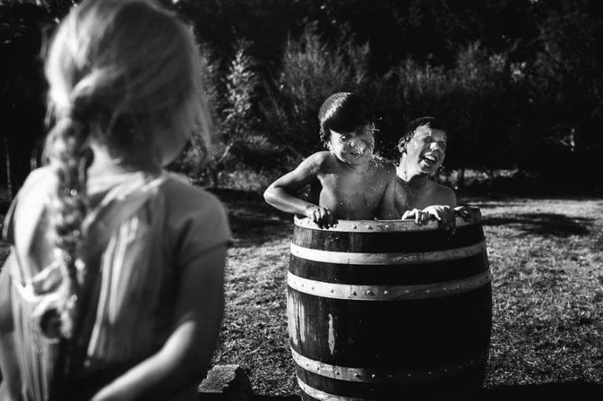 - Fizikailag szeretném megörökíteni a képekkel gyerekkorukat, az igazi gyerekkort - fogalmazta meg Niki Boon a célját.