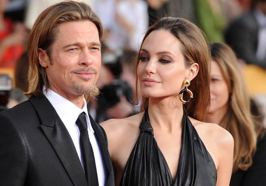 2005-ben nagyot robbant a hír, miszerint Brad Pitt és Angelina Jolie egymásba szerettek a Mr. és Mrs. Smith forgatása alatt. A sármos színész akkor még Jennifer Aniston férje volt, akit alaposan padlóra küldött a románc híre, és nem sokkal később be is adta a válóperes papírokat.