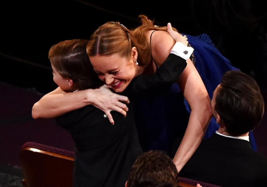 Filmbeli édesanyja, az Oscar-díjat is bezsebelő Brie Larson minden díjátadón megköszönte Jacob fantasztikus munkáját. Ahogy ők mondják: nemcsak kollégák, legjobb barátok is lettek a forgatáson.