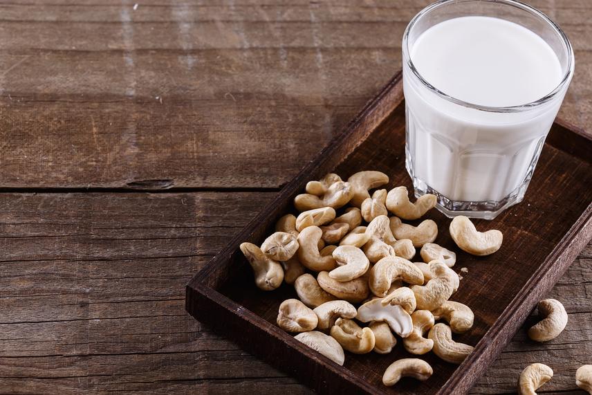 Míg a gabonatejek - mint a szója-, zab- vagy rizstej - gyakran hígnak, íztelennek tűnnek, addig a magokból készült tejek - főként a kesudiótej - hasonlítanak a tehéntejre. A kesudiótej nemcsak káliumot, magnéziumot és cinket tartalmaz, de a teltségérzetet is növeli. Zsírokban gazdag, de telítetlen zsírsavakban szegény, ráadásul semleges íze miatt levesekbe, palacsintába, sőt, akár a reggeli kávéba is jól illik.