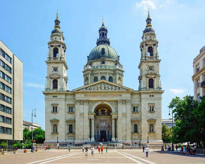A csodaszép Szent István-bazilika a lista közepén, azaz a tizedik helyen szerepel, így méltán lehetünk rá büszkék.