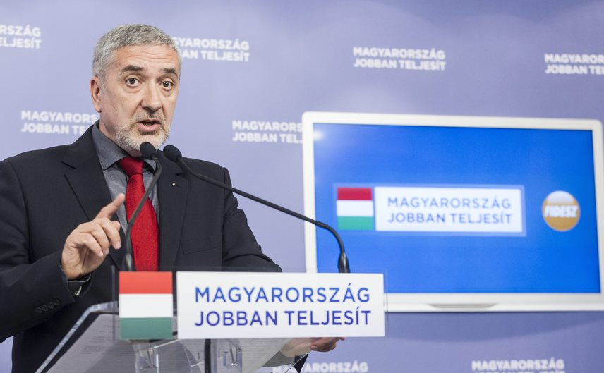A Fidesz-frakció azonnali adóvizsgálatot szorgalmazott az offshore-botrány kapcsán. A Belügyminisztériumon belül megalakult a bizottság, amely megvizsgálja a magyar szálakat.