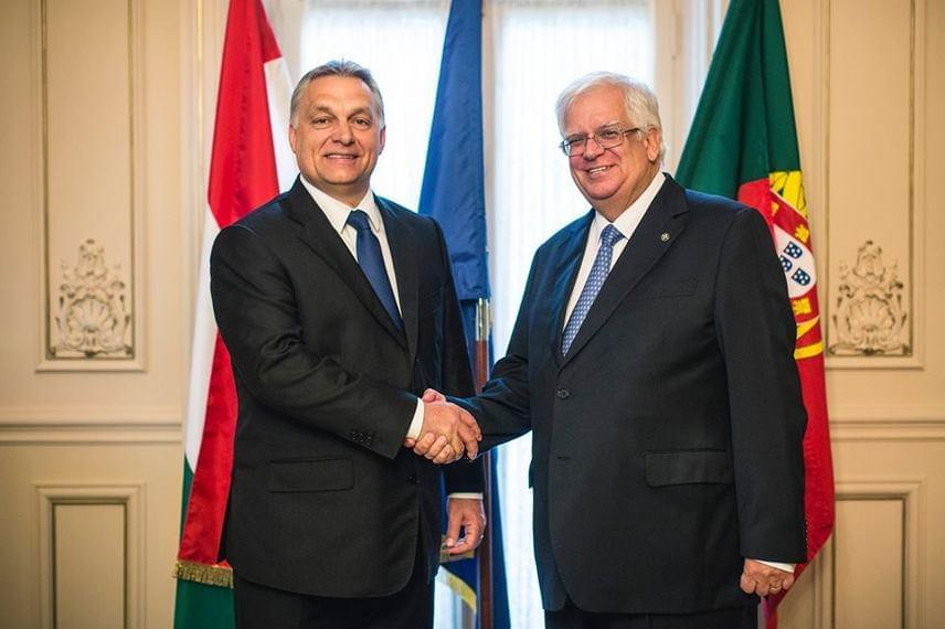 Orbán Viktor Lisszabonba utazott, ahol kitüntette Mario David egykori EP-képviselőt. A portugál fővárosban nyilvánosságra hozott egy tízpontos akciótervet is az EU határainak megvédésére.