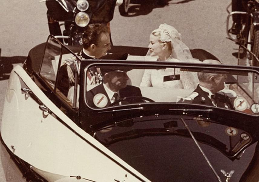 Amikor Rainier herceg közölte a családjával, hogy feleségül veszi Hollywood egyik legünnepeltebb színésznőjét, nem repestek az örömtől, később azonban nagyon megszerették Grace Kellyt.