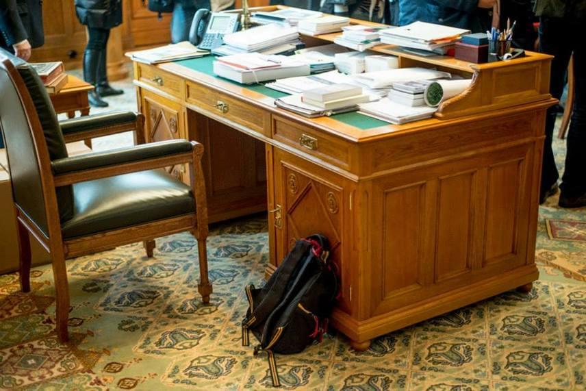 2014 januárjában még az asztalánál pihent a 2006-os futball világbajnoksághoz köthető hátizsákja, amit azóta a Magyar Nemzeti Múzeumnak adott.