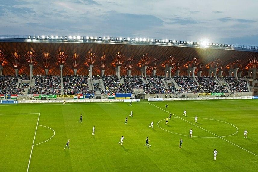 A stadionban 3500-an férnek el. Idén 1763 volt a legmagasabb nézőszám.