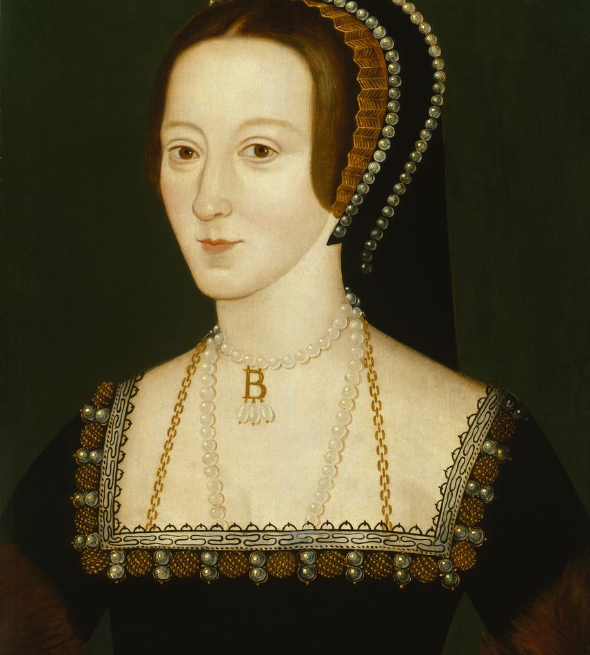 VIII. Henrik először hűtlenséggel vádolta feleségét: több udvarbeli férfit - köztük Anna bátyját - is letartóztatott 1536-ban, egyikükből kínzással vallomást csikart ki, de a legtöbben mindvégig esküdtek Anna ártatlanságára. Végül 1536. május 2-án hűtlenség, felségárulás és vérfertőzés vádjával letartóztatták Boleyn Annát, május 15-én halálra ítélték, négy nappal később pedig lefejezték a Tower Greenen. A hely ma is látható.