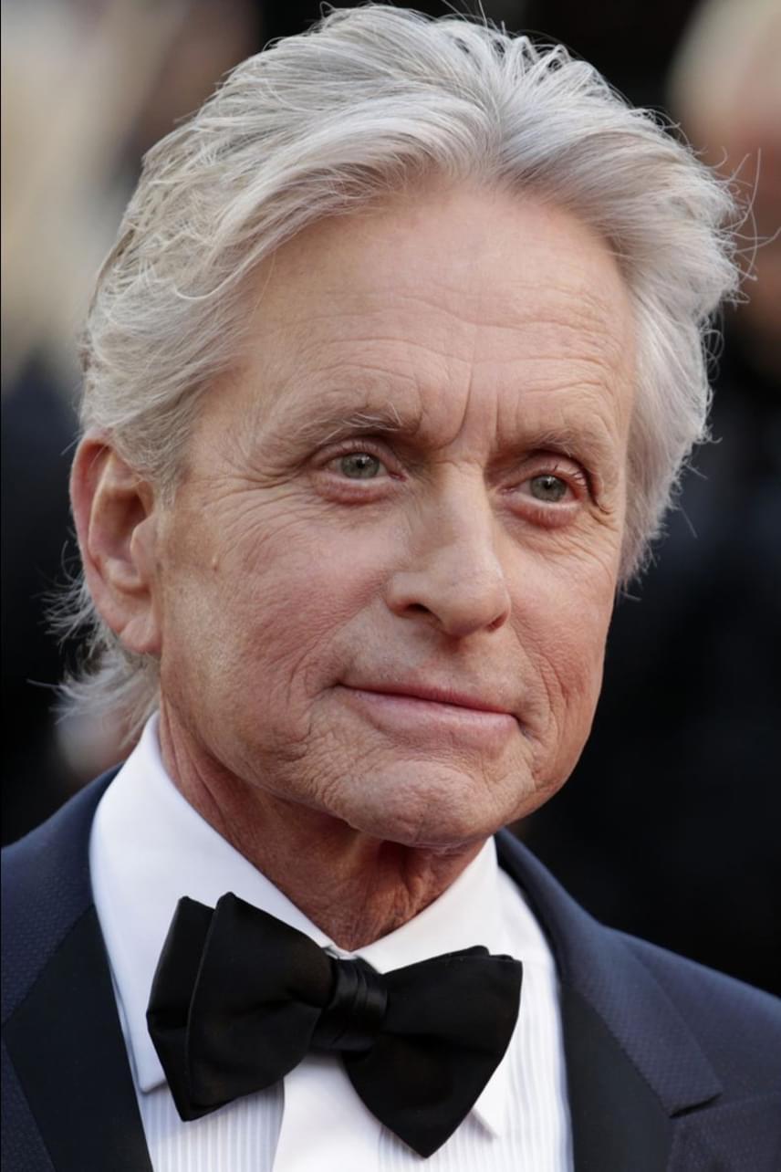 2010 nyarán derült ki az Oscar-díjas színészről, hogy négyes típusú torokrákkal küzd. Szerencsére azóta felgyógyult, de havonta jár kivizsgálásra, nehogy ismét felüsse a betegség a fejét a szervezetében.