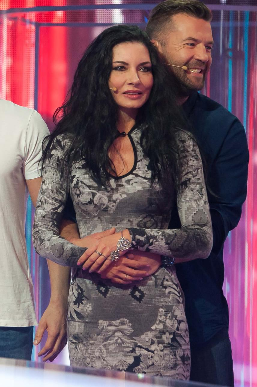Gregor Bernadett múlt héten, a Drágám, add az életed! felvételén. Látszik, a színésznő legalább négy kilótól szabadult meg az utóbbi időben, fogyasztótabletta segítségével.