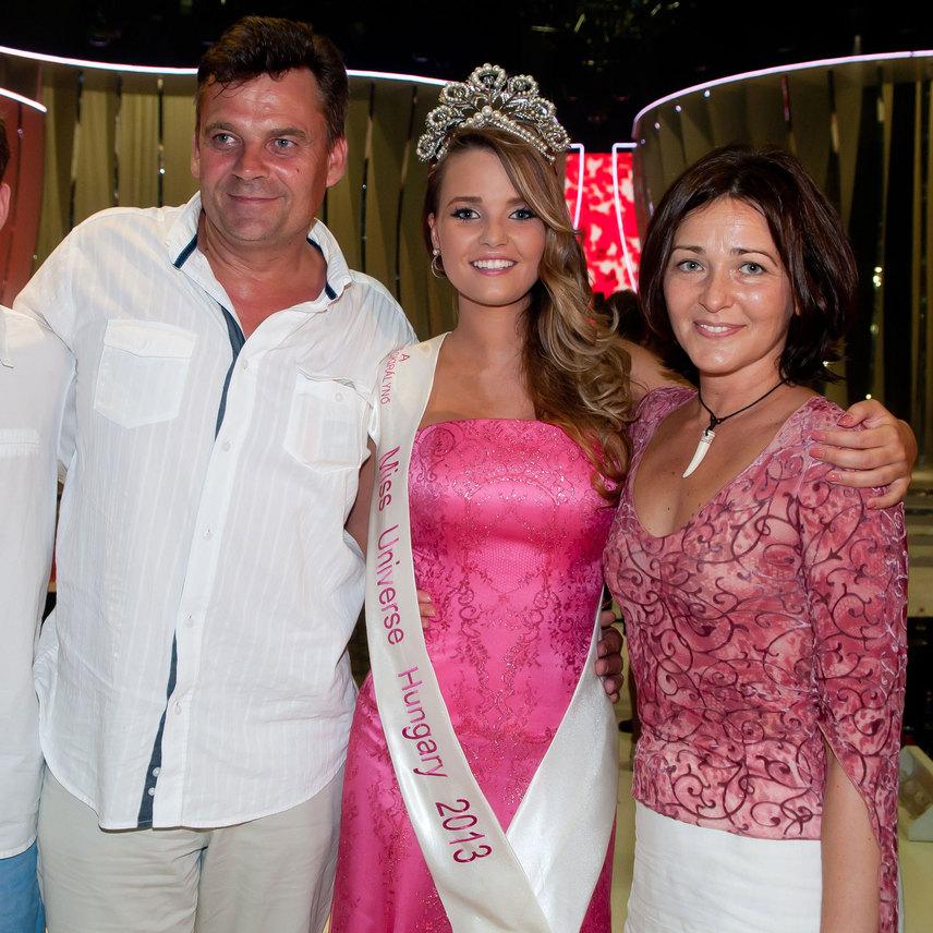 Kárpáti Rebeka, a 2013-as Miss Universe Hungary cím nyertese szüleivel. R. Kárpáti Péter és Kenéz Mariann 23 év után döntött a válás mellett.