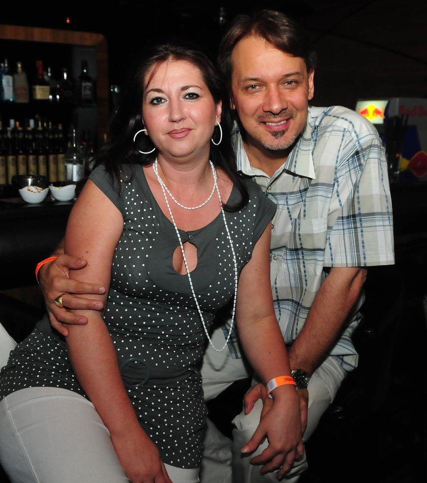 A Barátok közt Berényi Miklósa, a 47 éves Szőke Zoltán 20 év után, 2011 novemberében jelentette be a feleségének, a korábban színésznőként dolgozó Laki Anikónak, hogy beleszeretett fiatalkori barátnőjébe. A párnak két fia született, Zoli és Bence. 2015 novemberében adták be a válási papírokat.