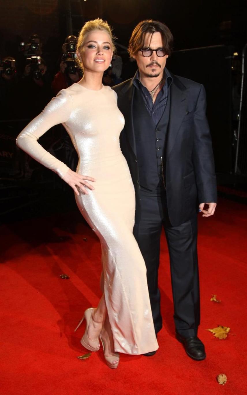 Amilyen idillien indult a sztárpár kapcsolata, olyan csúnya véget ért: Amber Heard anyósa halála után két nappal adta be a válókeresetet, ráadásul rendszeres juttatást vár a színésztől.