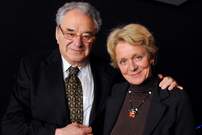45 éve él boldog házasságban Szinetár Miklós és Hámori Ildikó. A színésznő egyik interjújában elmondta, számára a teljességet férje, családja és unokái jelentik, a színészi pálya már csak ráadás.