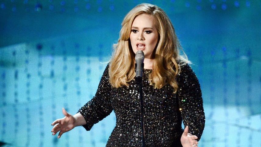 Adele elképesztő módon reagált vicces bakijára a portugáliai koncerten. A videót ide kattintva nézheted meg.